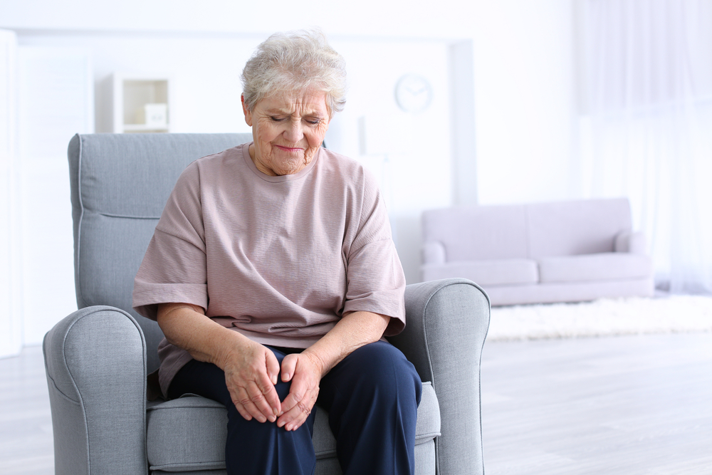 Reuma spôsobuje bolesť kolena