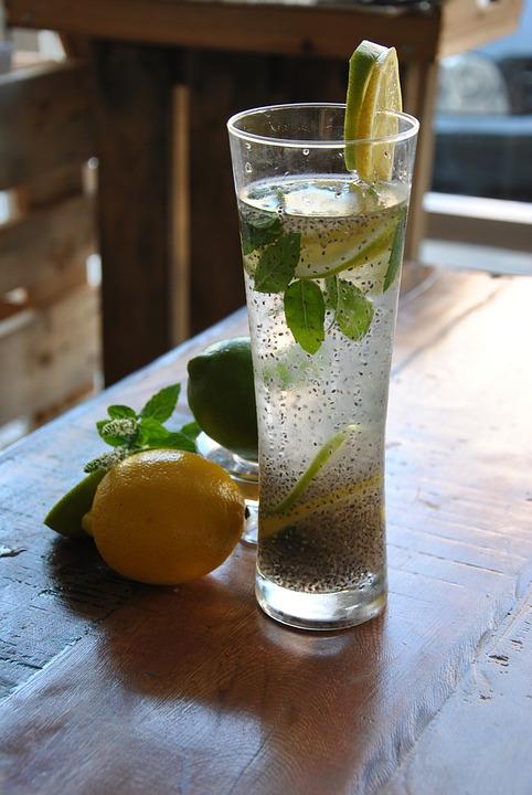 citrónová voda s chia semienkami