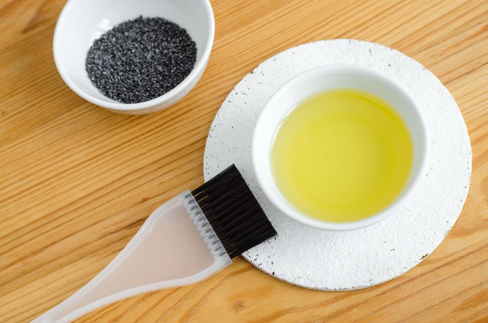 makový olej na vlasy